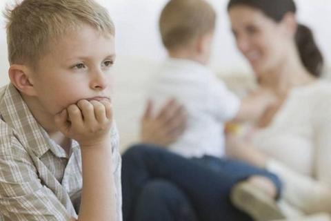 7 cách giúp cha mẹ dạy trẻ vượt qua sự ghen tỵ