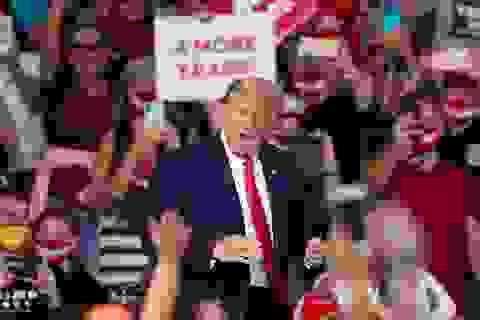 198.000 người Mỹ chết vì Covid-19, ông Trump vẫn tổ chức mít tinh trong nhà