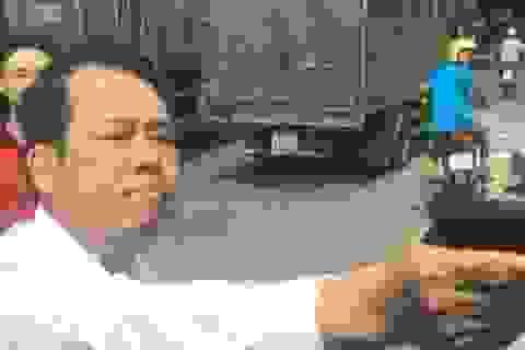 Khởi tố Giám đốc đe dọa bắn tài xế xe tải