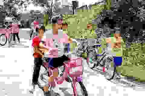 Nhiều món quà ý nghĩa đến với học sinh nghèo vượt khó tại vùng biên giới