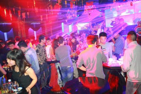 Hà Nội cho phép quán bar, karaoke, vũ trường hoạt động trở lại