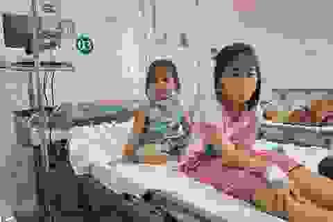 Giáo viên, bảo mẫu nhập viện trong vụ 50 học sinh nghi bị ngộ độc thực phẩm