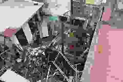 Lửa bùng phát từ căn nhà khóa cửa, cháy lan 2 nhà sát vách