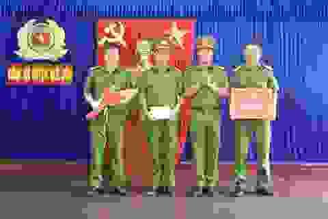 Công an thưởng nóng nhiều đơn vị xuất sắc trong tấn công trấn áp tội phạm