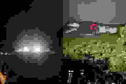 Rọi đèn sân vận động, giải cứu 2 học sinh mắc kẹt trên núi