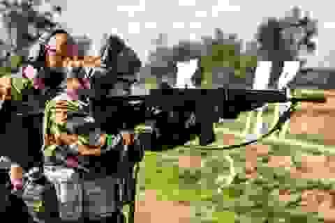 Công chúa kế vị Bỉ lăn xả khi tham gia huấn luyện quân sự