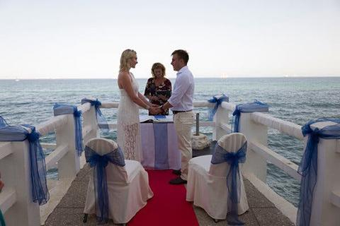 """Cách Gibraltar trở thành """"điểm nóng"""" hôn lễ thời Covid-19 của châu Âu"""