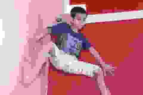 """Xuất hiện """"người nhện"""" 7 tuổi leo tường tay không"""