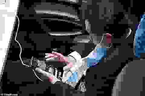 Nghị sĩ Thái Lan bị phát hiện xem ảnh nhạy cảm khi họp quốc hội