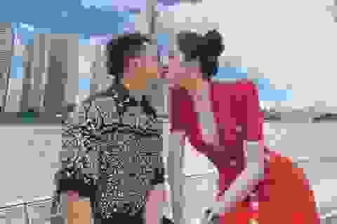 Hương Giang gây sốt với ảnh khóa môi bạn trai trên du thuyền