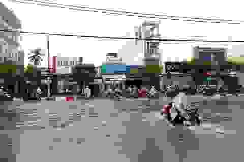 """Bạc Liêu mưa lớn kéo dài, nhiều tuyến đường """"biến"""" thành sông"""