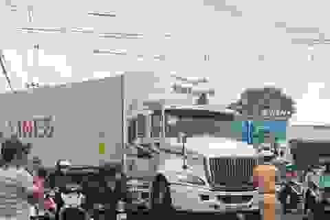 Xe máy lao thẳng vào container, nam thanh niên tử vong tại chỗ