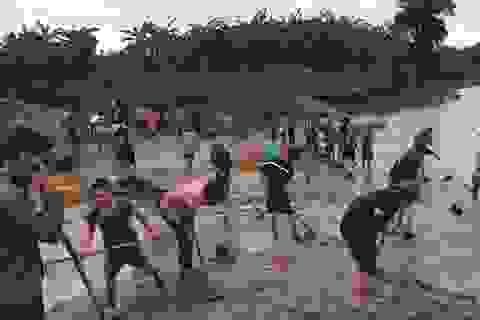Quảng Trị:  Thanh niên Biên phòng giúp dân khắc phục hậu quả sau bão