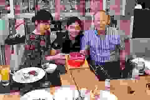 HLV Park Hang Seo nhận quà sinh nhật sớm từ con trai