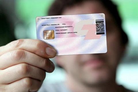 Thẻ căn cước công dân gắn chíp điện tử có chức năng định vị hay không?
