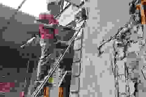 Chuyện nghề thợ xây, thu nhập ít nguy hiểm nhiều