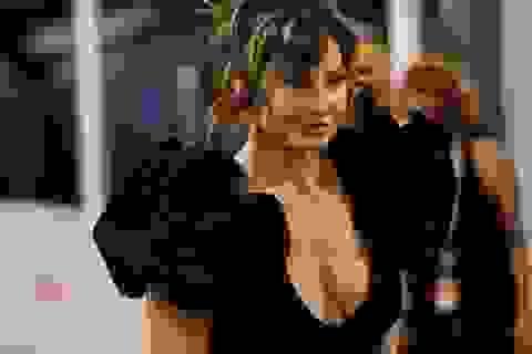 Gina Gershon thu hút ánh nhìn ở tuổi 58
