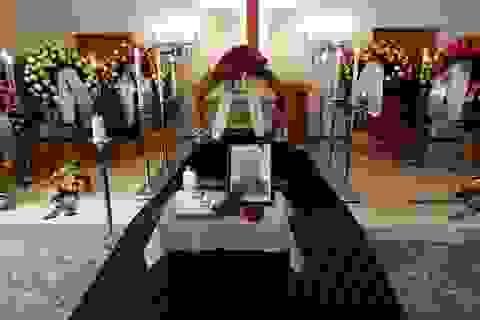 Nhiều quan chức tới dự tang lễ của cựu HLV Alfred Riedl