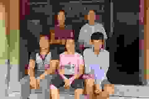 Thương gia đình nghèo lay lắt nuôi 3 đứa con cùng mang bệnh giống nhau