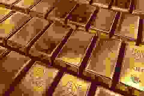 """Giá vàng """"gặp khó"""" trước ngưỡng 2.000 USD?"""