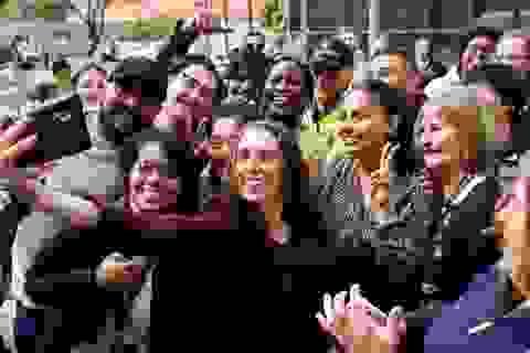 """Thủ tướng New Zealand xin lỗi vì bức ảnh """"tự sướng"""" gây tranh cãi"""