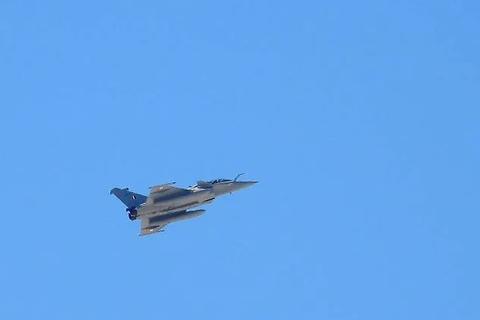 Ấn Độ đưa máy bay chiến đấu thử nghiệm tại biên giới Trung Quốc