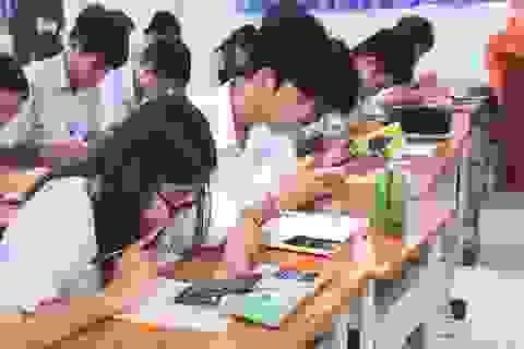 Cho học sinh dùng điện thoại trong giờ học: Hại chồng hại!