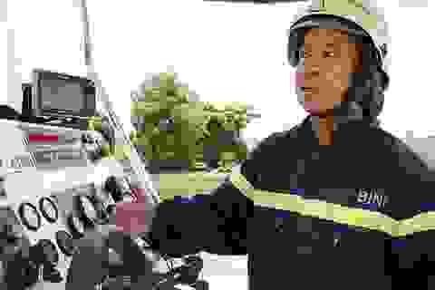 Người lính gần 30 năm lái tàu chữa cháy trên sông