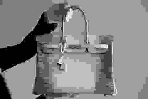 Loá mắt với chiếc túi đính 240 viên kim cương, dát vàng của vợ tỷ phú