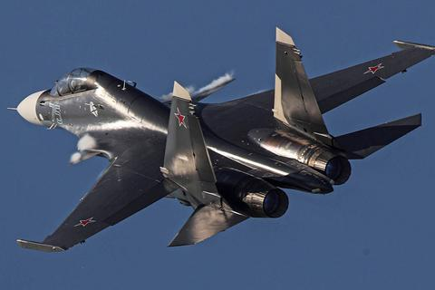 """Máy bay chiến đấu Su-35 Nga nghi bắn nhầm """"đồng đội"""" Su-30"""
