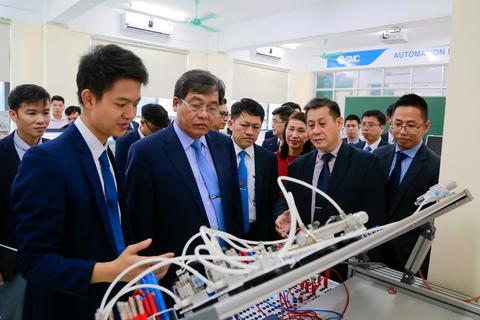 Doanh nghiệp bàn giao phòng thực hành cho Đại học Công nghiệp Hà Nội