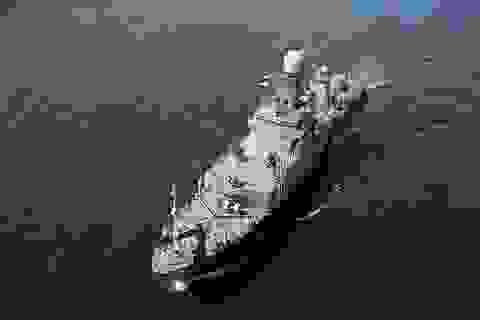 Tàu chiến Nga va chạm với tàu hàng