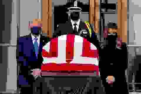 Ông Trump bị la ó khi tới đám tang thẩm phán Tòa án Tối cao Mỹ