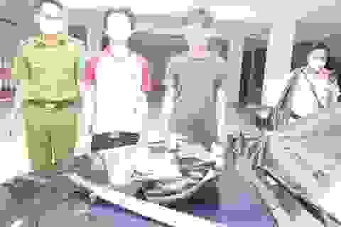 Truy đuổi gần 40km bắt 2 đối tượng trên xe ô tô dương tính ma túy