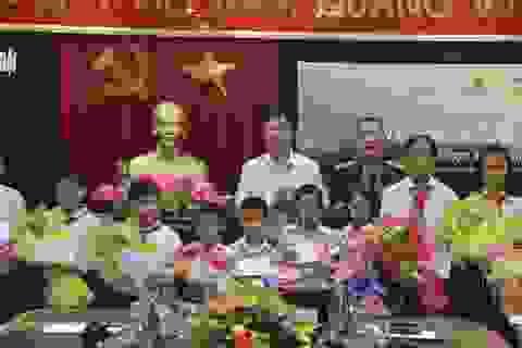 """Học bổng """"Vì em hiếu học"""" tiếp sức cho học sinh nghèo Quảng Trị"""