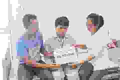 Bạn đọc Dân trí giúp đỡ người mẹ mù cận kề cái chết gần 100 triệu đồng