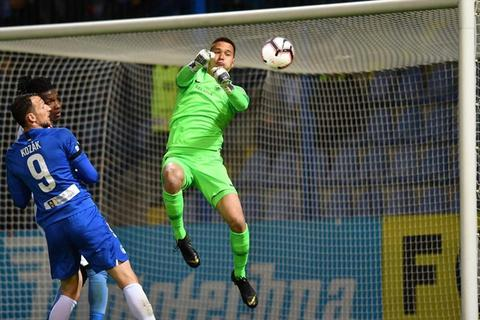 Filip Nguyễn chơi hay, Slovan Liberec tiến gần tới vòng bảng Europa League