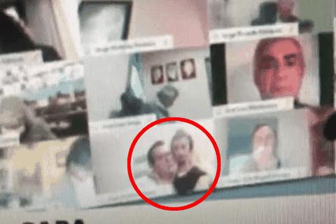 Nghị sĩ Argentina bị đình chỉ vì hôn ngực bạn gái khi họp trực tuyến
