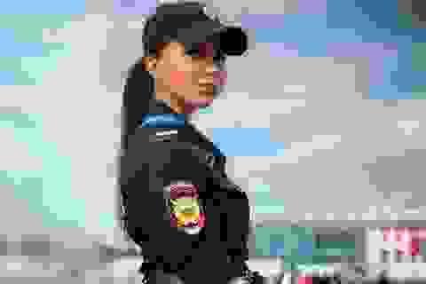 Vẻ đẹp hút hồn của các nữ cảnh sát Nga