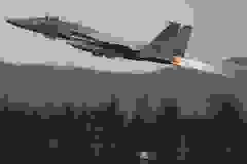 Chiến đấu cơ F-15 của Mỹ gặp sự cố, phải phóng tên lửa xuống biển