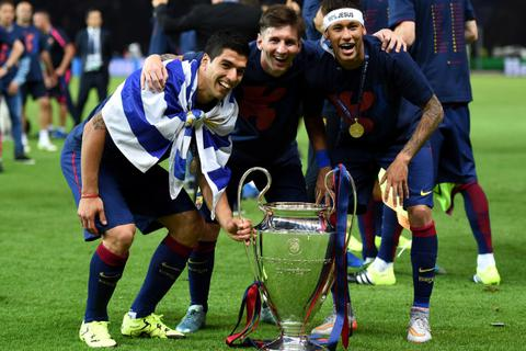 Nhiều cựu ngôi sao vào hùa với Messi để chỉ trích Barcelona