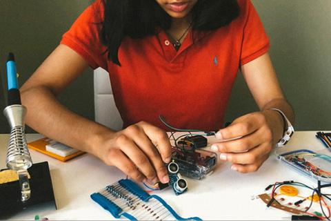 Phát minh tăng cường giãn cách xã hội trong đại dịch của cô bé 15 tuổi