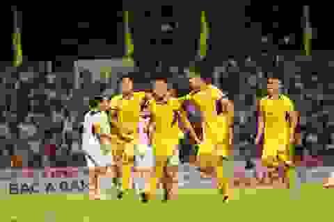 SL Nghệ An giành chiến thắng trong ngày Phan Văn Đức đá hỏng phạt đền