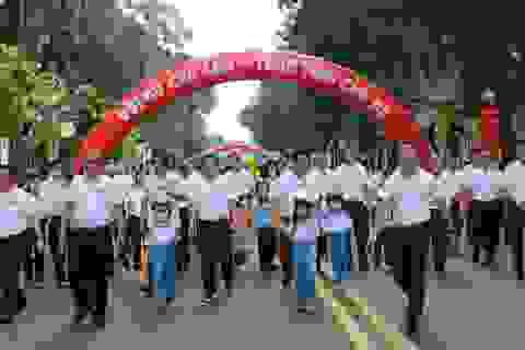 Chủ tịch TPHCM: Phấn đấu đến cuối năm có 80% trẻ em đội mũ bảo hiểm
