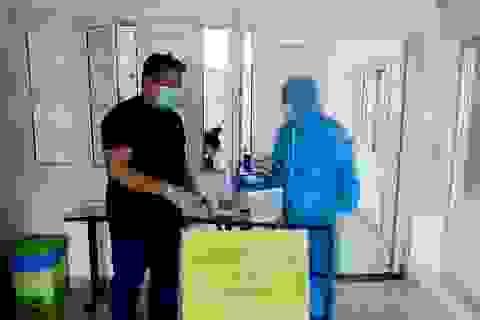 Chuyên gia nước ngoài dương tính với Covid-19: Nhiều người có nguy cơ nhiễm