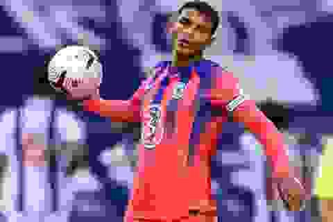 Thiago Silva mắc sai lầm chết người, hàng thủ Chelsea tệ chưa từng thấy