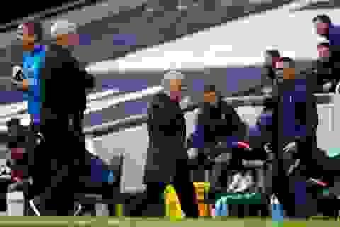 Tottenham chịu quả phạt đền oan nghiệt, Mourinho kêu trời