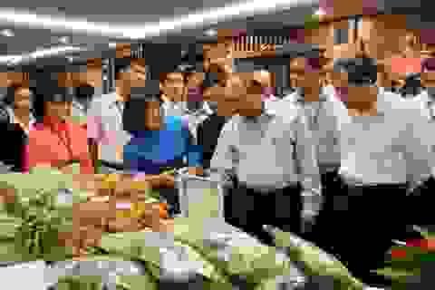 Thủ tướng đối thoại với nông dân để tháo gỡ khó khăn cho sản xuất