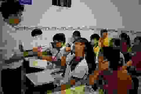 """""""Thầy giáo"""" công nhân 10 năm mở lớp học miễn phí cho trẻ em nghèo"""