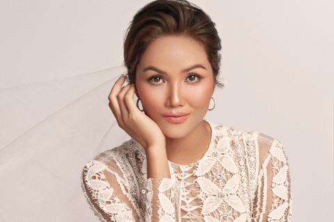 Hoa hậu H'Hen Niê dịu dàng, quyến rũ trong bộ váy cưới xuyên thấu